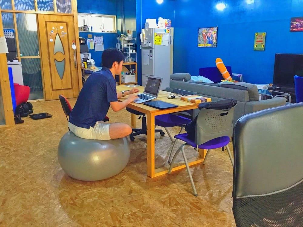 ギークハウス沖縄のコワーキング